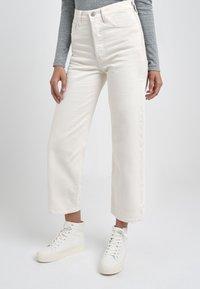 Levi's® - RIBCAGE - Jean droit - cream/off-white - 0
