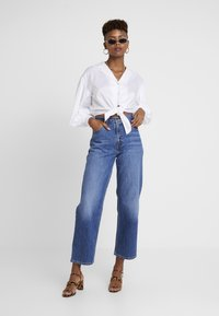 Levi's® - DAD JOE COOL - Relaxed fit jeans - med indigo worn - 1