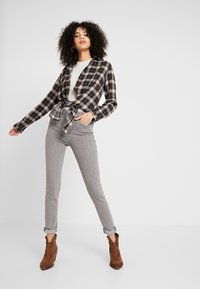 Levi's® - 721 HIGH RISE SKINNY - Jeansy Skinny Fit - set in stone - 1