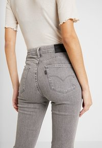 Levi's® - 721 HIGH RISE SKINNY - Jeansy Skinny Fit - set in stone - 3