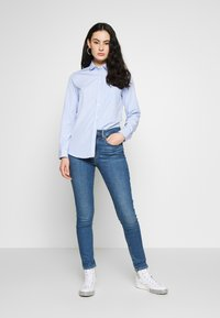 Levi's® - 721 HIGH RISE SKINNY - Jeans Skinny Fit - blue denim - 1