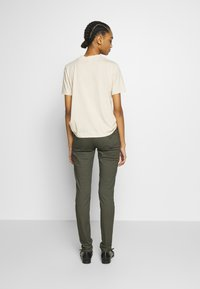 Levi's® - 721 HIGH RISE SKINNY - Jeans Skinny Fit - hypersoft t2 olive night - 2