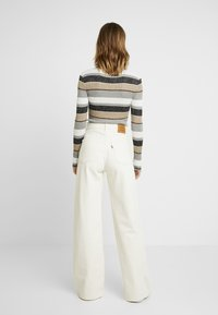 Levi's® - RIBCAGE WIDE LEG - Flared Jeans - icy ecru - 2
