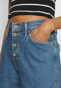 Levi's® - MILE HIGH BUTTONS - Flared Jeans - stoned out - 4