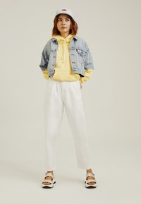 Levi's® - PLEATED BALLOON - Relaxed fit -farkut - white