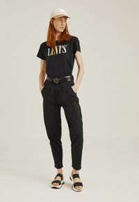 Levi's® - PLEATED BALLOON - Relaxed fit jeans - black - 1