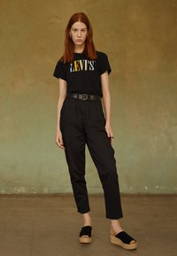 Levi's® - PLEATED BALLOON - Relaxed fit jeans - black - 3