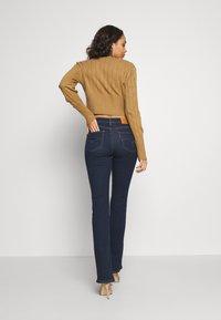 Levi's® - 725 HIGH RISE BOOTCUT - Jeans bootcut - dark-blue denim - 2