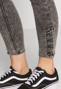 Levi's® - MILE HIGH ANK BUTTON HEM - Jeans Skinny - button on - 5