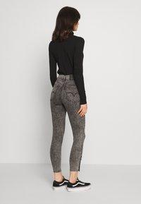 Levi's® - MILE HIGH ANK BUTTON HEM - Jeans Skinny - button on - 2