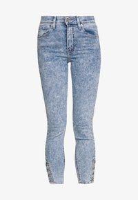 Levi's® - MILE HIGH ANK BUTTON HEM - Skinny džíny - light blue denim - 3