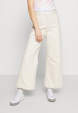 WLTRD RIBCAGE CROP WIDE - Flared Jeans - breaking wave ecru