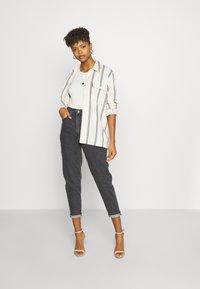 Levi's® - HIGH WAISTED TAPER - Jeans a sigaretta - black denim - 1