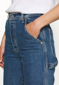 Levi's® - RIBCAGE ANKLE UTILITY - Jeansy Straight Leg - nine to five - 4