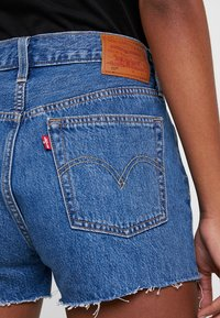 Levi's® - 501 HR LOGODRAW - Shorts vaqueros - draw back - 5