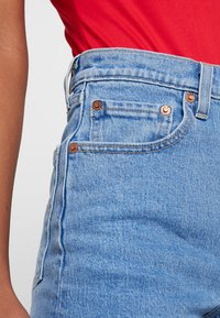 Levi's® - RIBCAGE SHORT - Short en jean - tango stonewash - 3