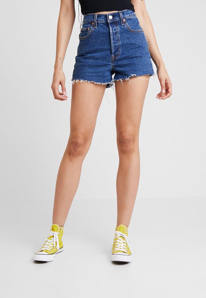 Levi's® - RIBCAGE SHORT - Denim shorts - charleston stroll