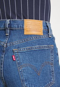 Levi's® - RIBCAGE SHORT - Jeans Shorts - blue - 5