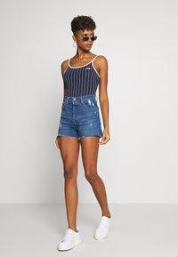 Levi's® - RIBCAGE SHORT - Jeans Shorts - blue - 1