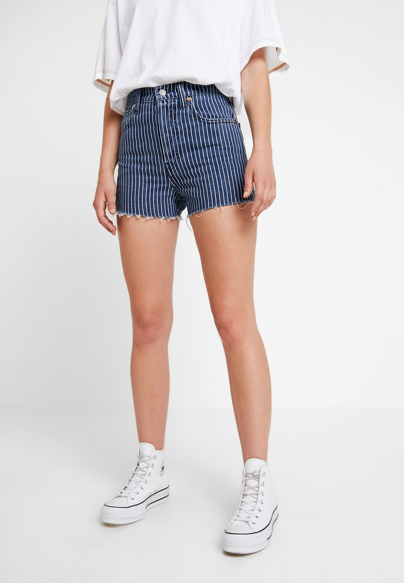 Levi's® - LEVI'S® X STRANGER THINGS RIBCAGE SHORT - Denim shorts - stranger things pinstripe