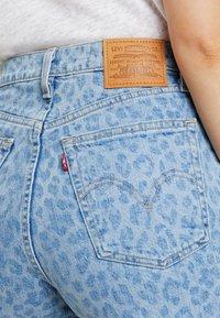 Levi's® - RIBCAGE  - Denim shorts - leopard - 6