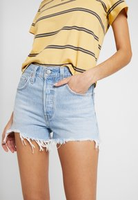 Levi's® - 501® ORIGINAL SHORT - Shorts di jeans - light-blue denim - 3