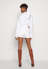 Levi's® - WIDE LEG SHORT  - Jeansshort - white - 2