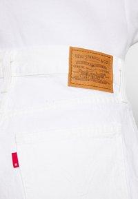 Levi's® - WIDE LEG SHORT  - Jeansshort - white - 5