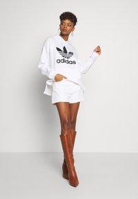 Levi's® - WIDE LEG SHORT  - Jeansshort - white - 1