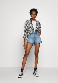 Levi's® - MOM A LINE  - Denim shorts - bandit blue - 1