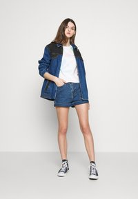 Levi's® - MOM A LINE  - Short en jean - babe brigade - 1