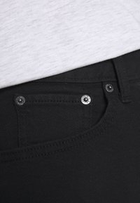 Levi's® - MOM A LINE  - Shorts vaqueros - flash black - 5