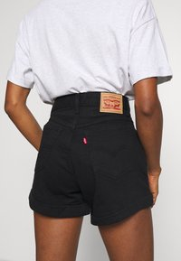 Levi's® - MOM A LINE  - Shorts vaqueros - flash black - 3