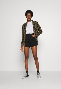 Levi's® - MOM A LINE  - Shorts vaqueros - flash black - 1