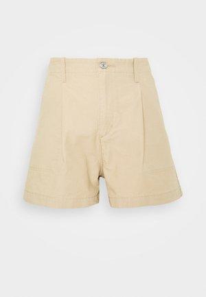 PLEATED UTILITY - Shorts - crisp