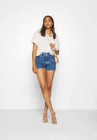 Levi's® - RIBCAGE - Denim shorts - charleston erosion