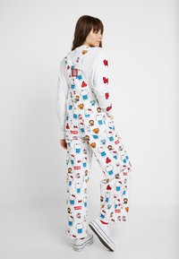 Levi's® - LEVI'S® X HELLO-KITTY BAGGY OVERALL - Tuinbroek - white - 2