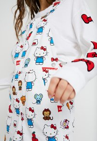 Levi's® - LEVI'S® X HELLO-KITTY BAGGY OVERALL - Tuinbroek - white - 5