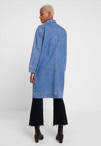 Levi's® - CHARLOTTE COAT - Zimní kabát - medium light stonewash - 2