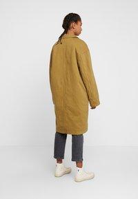 Levi's® - LUNA COAT - Farkkutakki - golden touch garment dye - 2