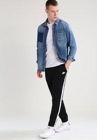 Levi's® - SLIM FIT 2 PACK  - Basic T-shirt - white - 1