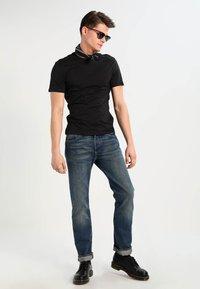 Levi's® - SLIM FIT 2 PACK  - T-shirt - bas - black - 1