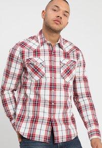 Levi's® - BARSTOW WESTERN - Overhemd - wildcat crimson - 0