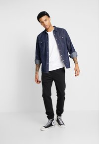Levi's® - BARSTOW WESTERN  - Skjorta - red cast rinse marbled - 1