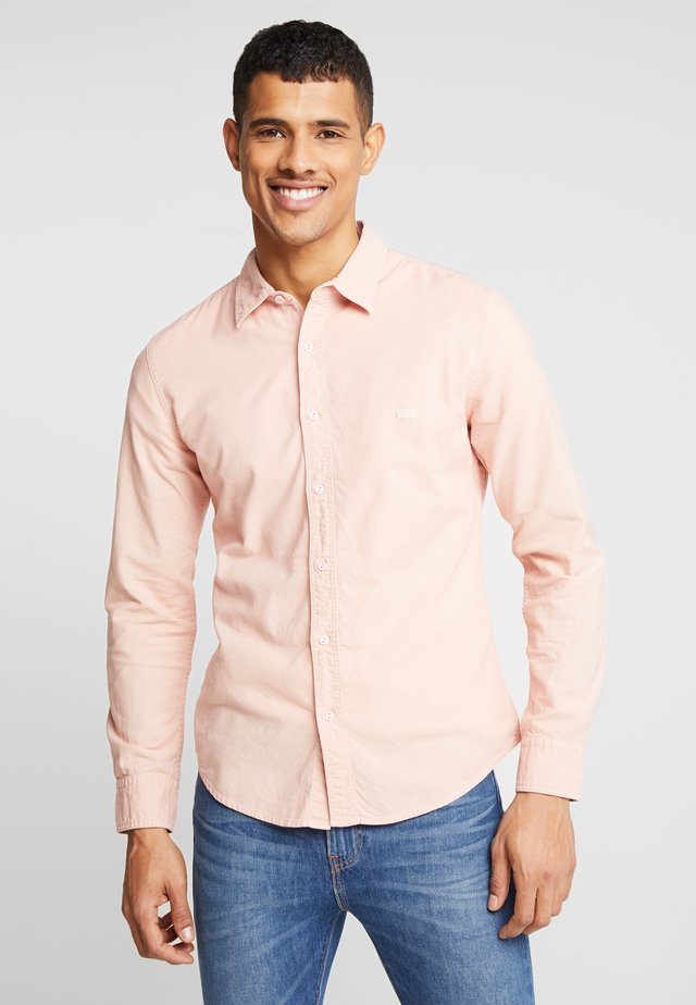 BATTERY SHIRT SLIM - Camisa - farallon x garment dye
