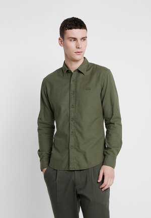 BATTERY SHIRT SLIM - Chemise - olive night