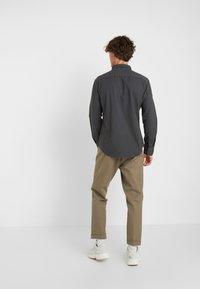 Levi's® - BATTERY SHIRT SLIM - Skjorta - forged iron garment dye - 2