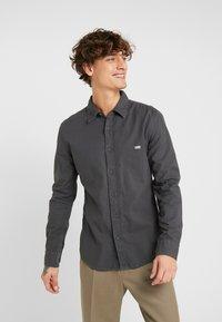 Levi's® - BATTERY SHIRT SLIM - Skjorta - forged iron garment dye - 0