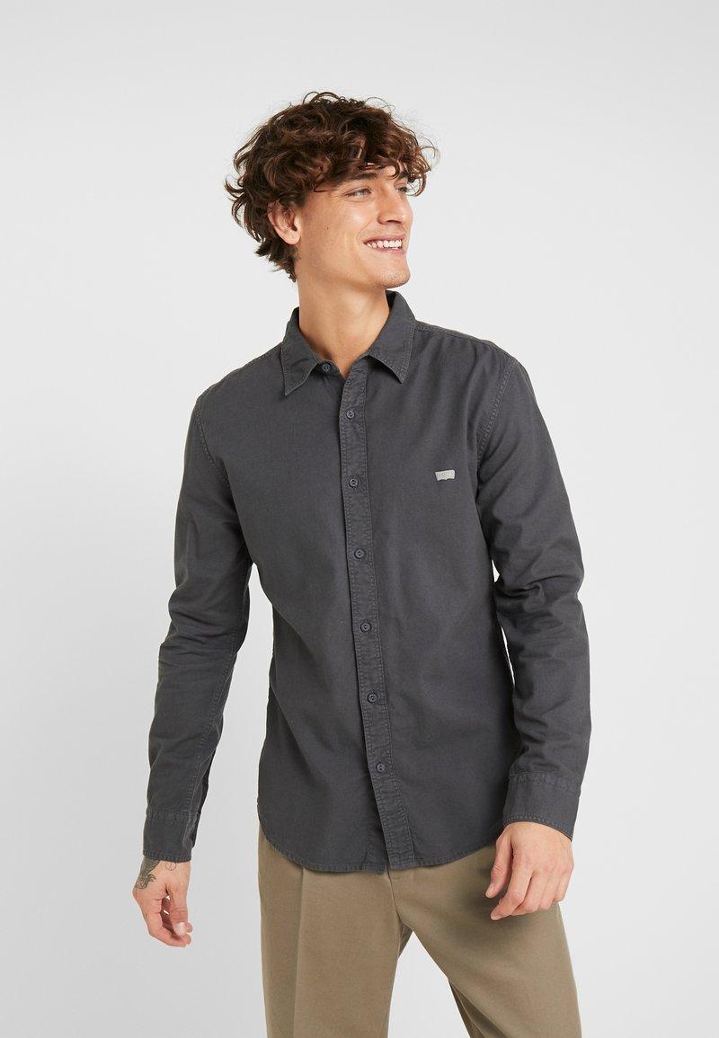 Levi's® - BATTERY SHIRT SLIM - Skjorta - forged iron garment dye