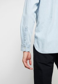 Levi's® - NEW CAMP OVERSHIRT - Skjorta - sun bleached indigo - 5